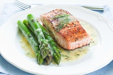 Pavé de saumon mariné sauce aux poireaux